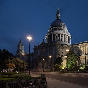 St. Pauls Cathedral after dark